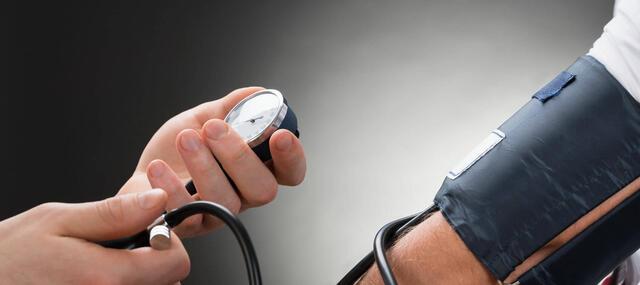 savanyúság és magas vérnyomás magas vérnyomás fájdalom a fej hátsó részén