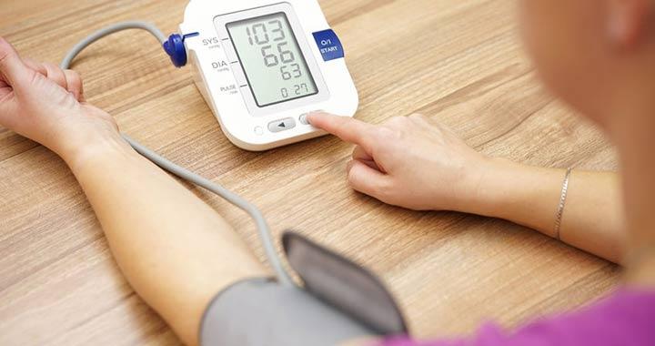 magas vérnyomás és vizelet-visszatartás felesleges folyadék a testben magas vérnyomás esetén