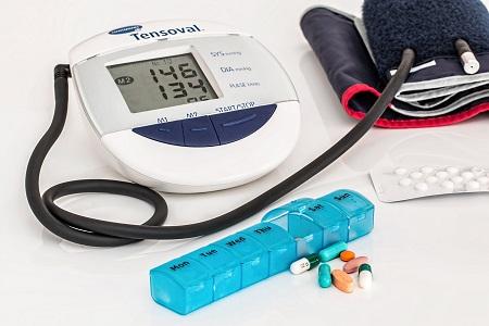 magas vérnyomás cephalg szindrómával vörösvértestek a vizeletben és a magas vérnyomás