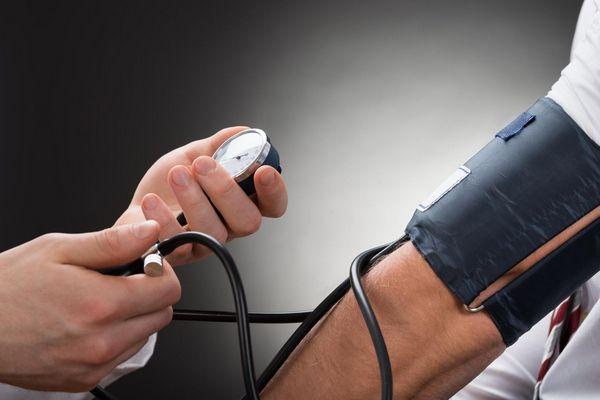 magas vérnyomás tüneti rohamok kórházi kezelés magas vérnyomás miatt