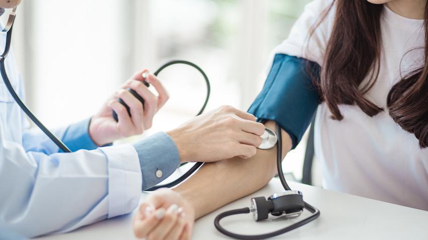 mit ehet megnövekedett magas vérnyomás esetén teszteket vesznek fel a magas vérnyomásról