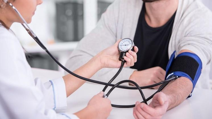 hogyan ellenőrzik a magas vérnyomás mértékét az ASD-2 alkalmazása magas vérnyomásban szenvedő embereknél