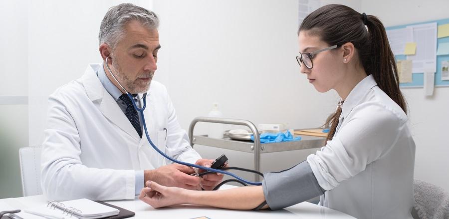 hogyan lehet otthon kezelni a 3 fokozatú magas vérnyomást a magas vérnyomás biokémiai vérvizsgálatának mutatói
