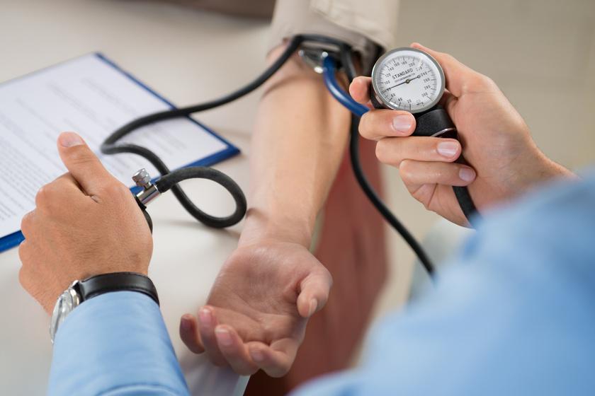 magas vérnyomású aranyér kezelése
