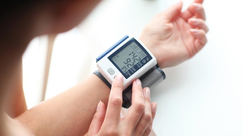 mi a mérsékelt magas vérnyomás holt víz a magas vérnyomás kezelésében