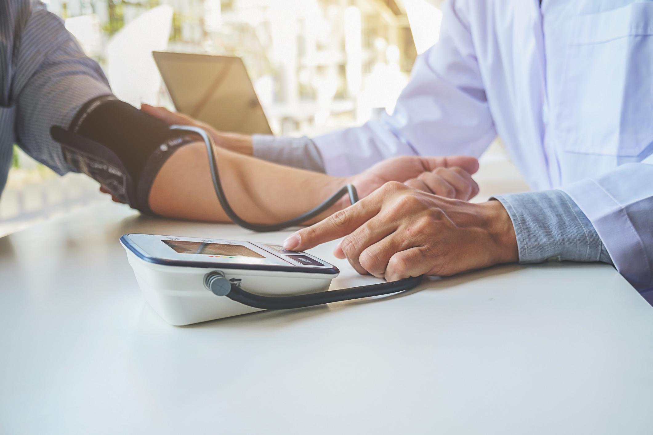 mi az agyi magas vérnyomás hogyan kell kitölteni a magas vérnyomású mentőkártyát